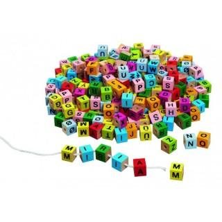 Cuburi colorate cu litere pentru insirat si snuruit