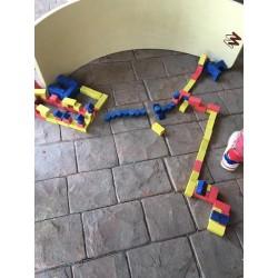 Joc de construit cu piese din piatra Anker