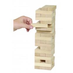 Turnul instabil din lemn natur